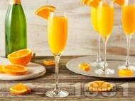 Коктейл Mимоза с шампанско, сок от портокал и нектар от кайсия